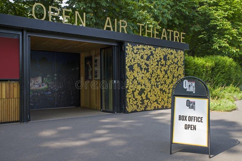Teatern för öppen luft i regenter parkerar royaltyfri foto