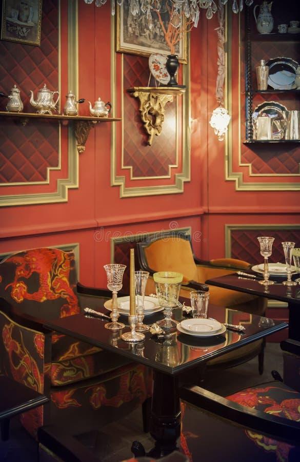 Teatid i restaurang royaltyfria bilder