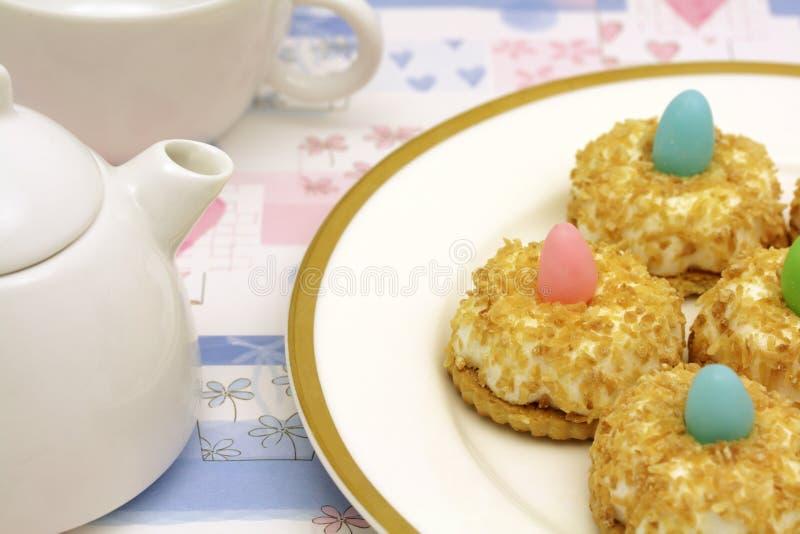 Teatime com bolos de coco fotografia de stock royalty free
