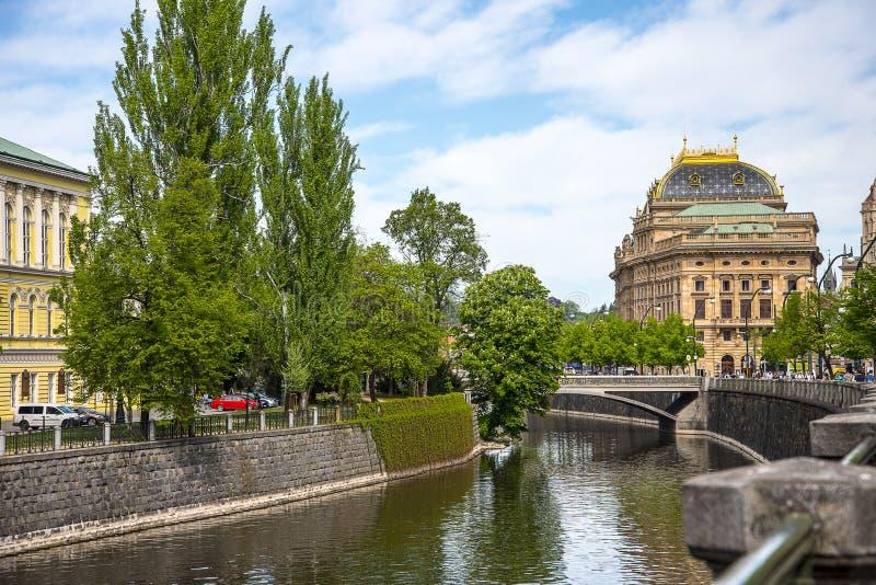 Teatr Narodowy Praga Rzecznym Vltava w Praga kapitale republika czech zdjęcie royalty free