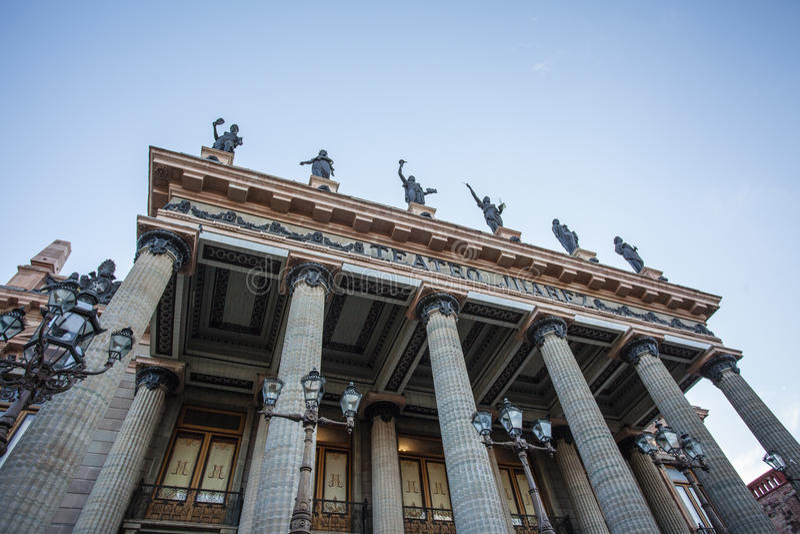 Teatro华雷斯门面在瓜纳华托州,墨西哥 库存图片