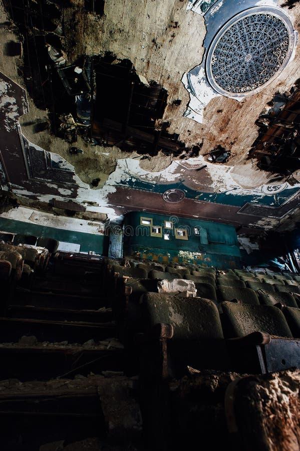 Teatro abandonado de Paramount - Youngstown, Ohio fotos de stock