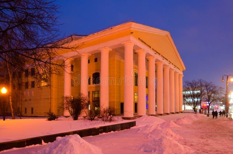 Teatro acadêmico nacional nomeado após Kolas de Yakub, noite do drama do inverno, Vitebsk, Bielorrússia imagem de stock royalty free