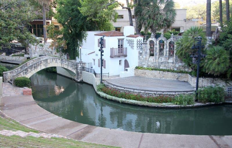 Teatro al aire libre en caminata del río imagenes de archivo
