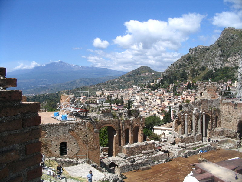 Teatro antigo, taormina, Etna fotos de stock royalty free