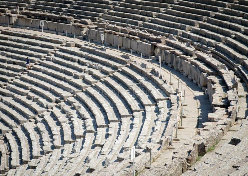 Teatro antiguo en Epidaurus también Epidauros, Epidavros foto de archivo