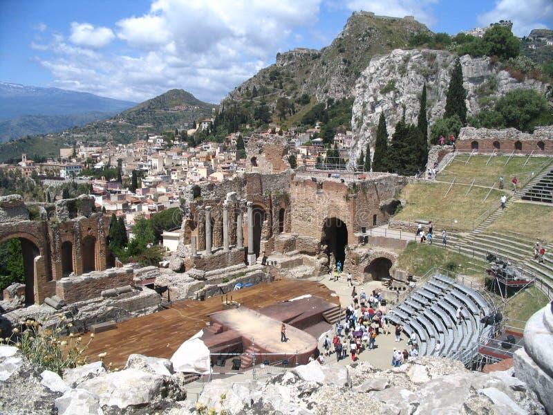 Teatro antiguo, taormina, el Etna fotografía de archivo