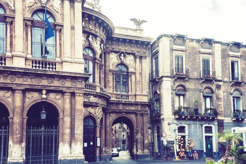 Teatro Bellini – фасад старого здания театра в Катании, Сицилии, Италии Традиционная архитектура стоковая фотография rf