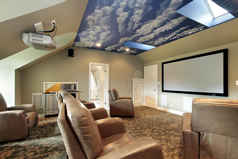 Teatro con diseño del techo foto de archivo