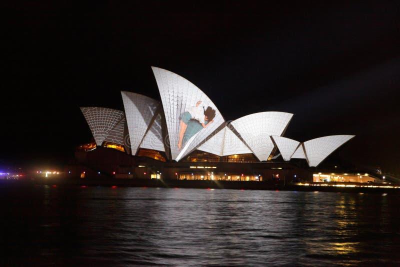 Teatro da ópera Austrália durante o festival vívido de Sydney fotos de stock royalty free