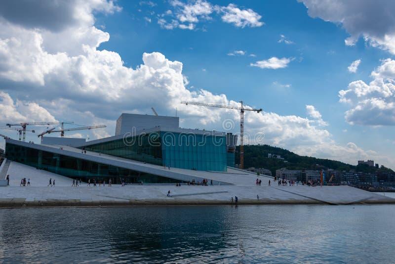 Teatro da ópera de Oslo, Noruega imagens de stock