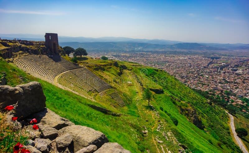 Teatro da cidade antiga de Pergamon em Bergama, Izmir, Turquia Acrópole de Pergamon Ruína velha imagens de stock