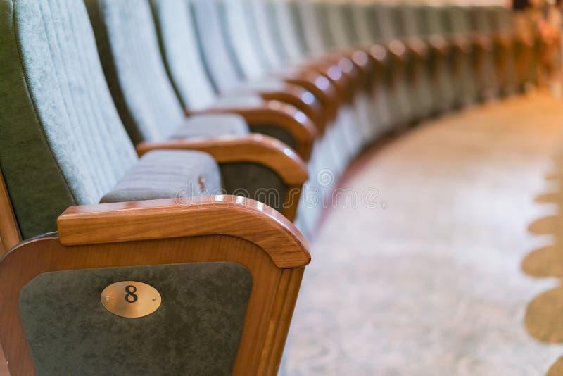 Teatro da poltrona Assentos clássicos do teatro profundamente fotos de stock