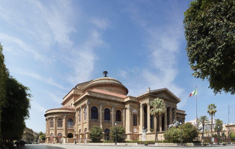 Teatro de la ópera 'Teatro Máximo 'de Palermo fotografía de archivo