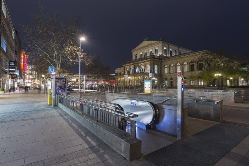 Teatro de la ópera de Hannover en la noche imagen de archivo libre de regalías