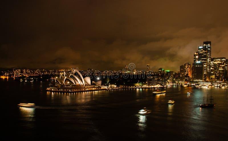 Teatro de la ópera de Sydney en la noche fotografía de archivo