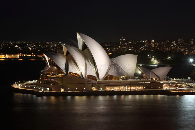 Teatro de la ópera en Sydney en la noche fotos de archivo