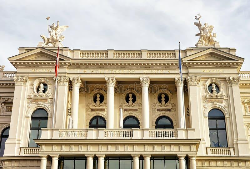 Teatro de la ópera en viejo centro de ciudad de Zurich en Suiza imágenes de archivo libres de regalías