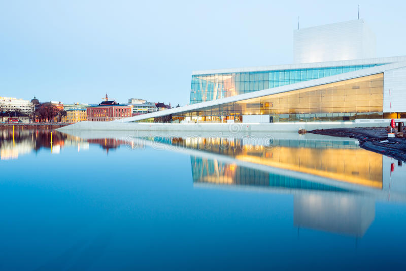 Teatro de la ópera Noruega de Oslo imágenes de archivo libres de regalías