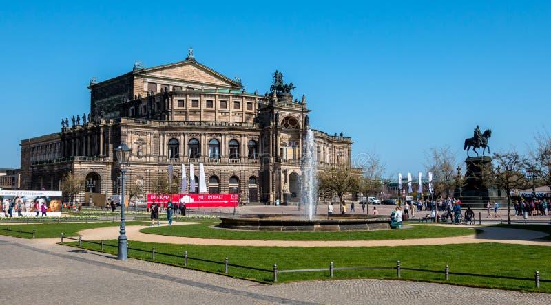 Teatro de la ópera de Semperoper en Dresden, Alemania fotografía de archivo libre de regalías