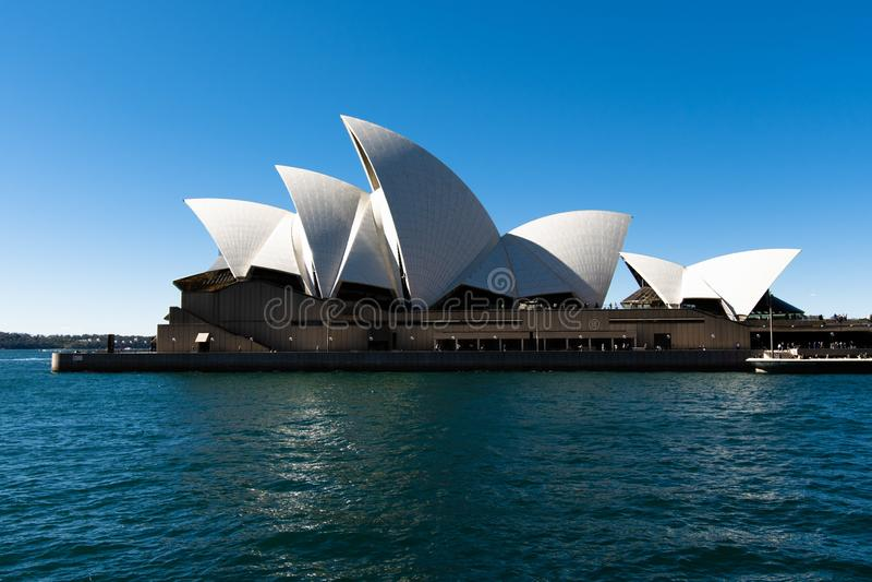 Teatro de la ópera de Sydney, Australia NSW 20180820 en la noche imagenes de archivo