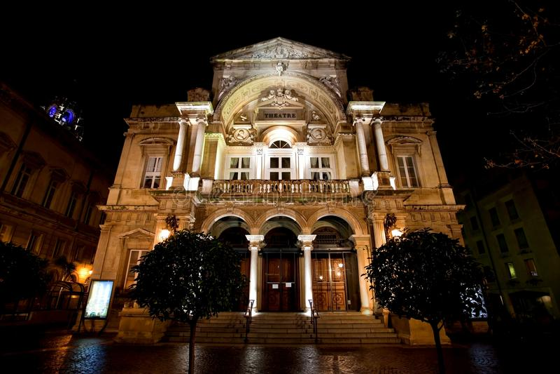 Teatro de la ciudad de Avignon por noche foto de archivo libre de regalías