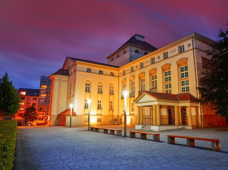 Teatro de Nordhausen en la noche en el Thuringia Alemania fotografía de archivo