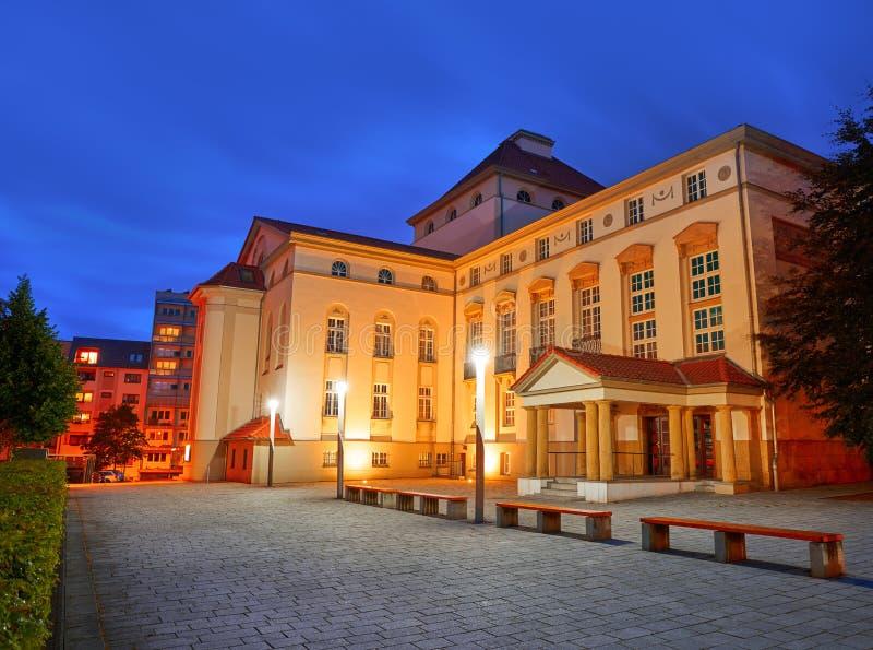 Teatro de Nordhausen na noite no Thuringia Alemanha imagens de stock