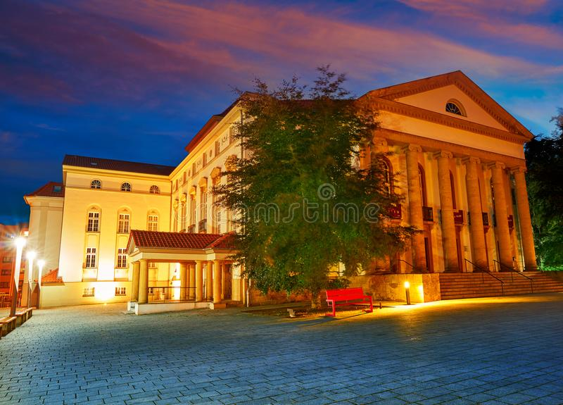 Teatro de Nordhausen na noite no Thuringia Alemanha imagem de stock royalty free