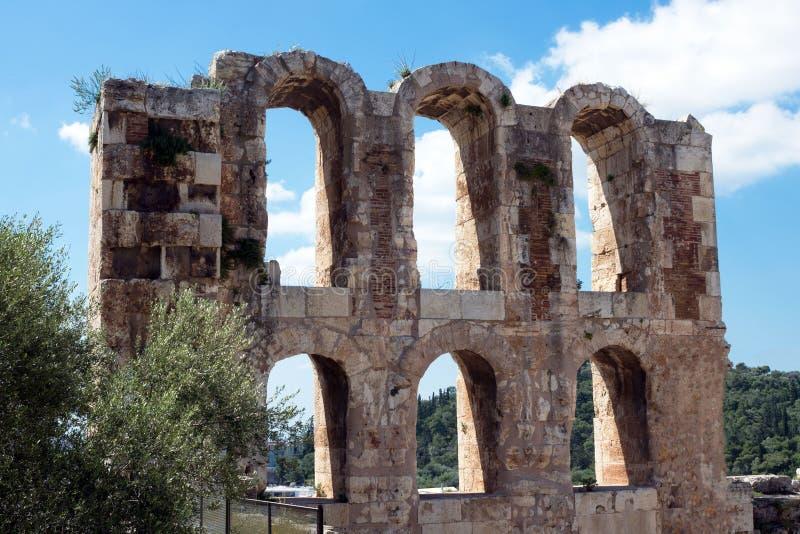 Teatro de pedra antigo com etapas de mármore de Odeon do Atticus de Herodes na inclinação do sul da acrópole foto de stock royalty free