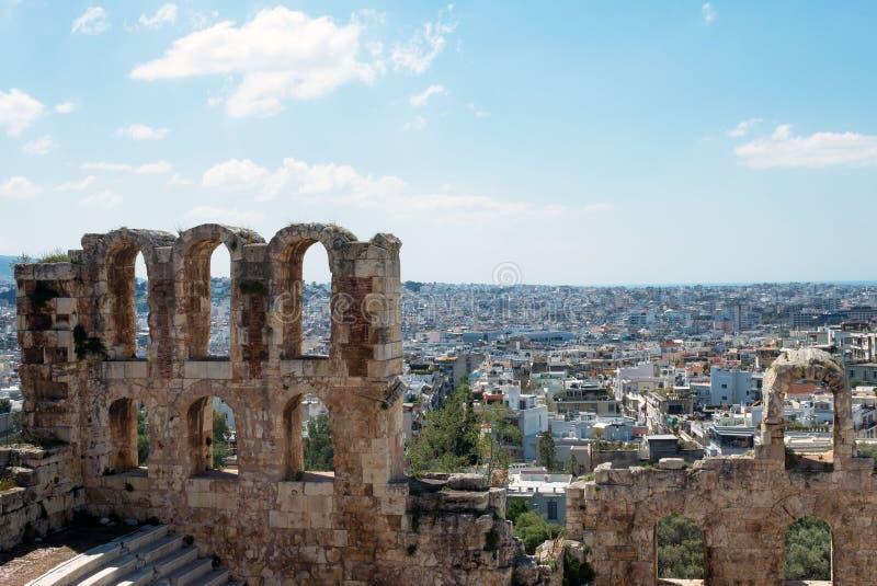 Teatro de pedra antigo com etapas de mármore de Odeon do Atticus de Herodes na inclinação do sul da acrópole imagem de stock royalty free