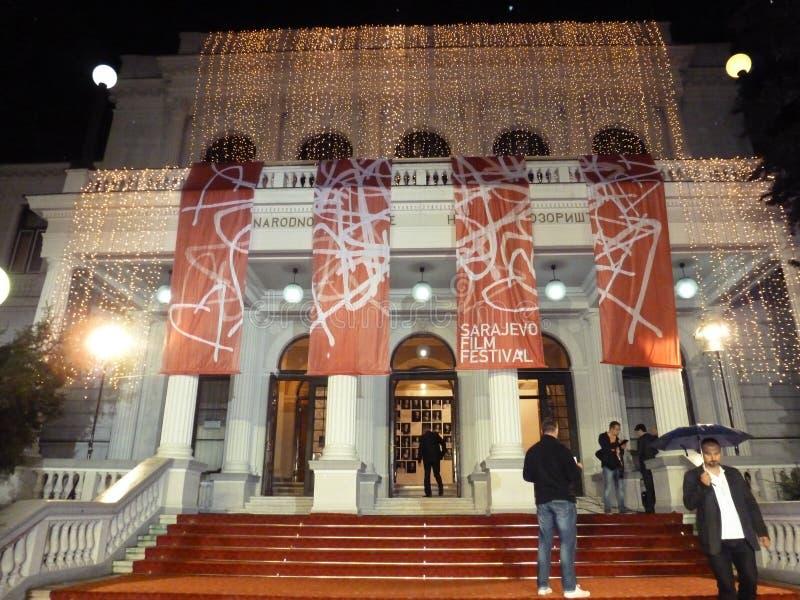 Teatro de Sarajevo durante la abertura del festival de cine fotografía de archivo libre de regalías