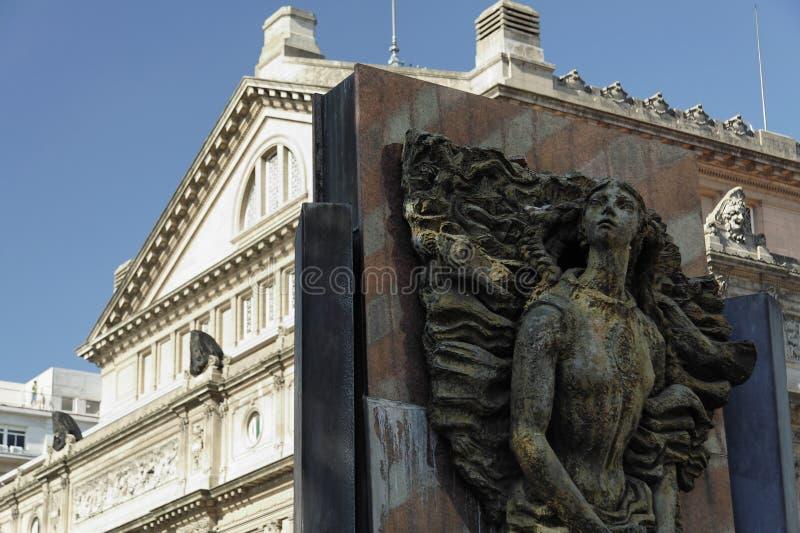 Teatro dei due punti e della statua - Buenos Aires immagini stock libere da diritti