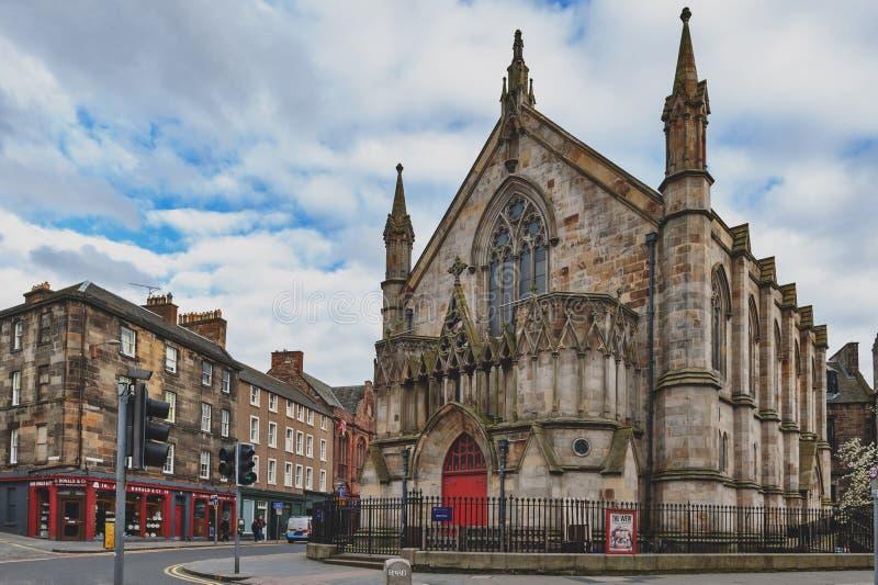 Teatro del alboroto contenido en una iglesia neogótica anterior en Edimburgo central, Reino Unido imagen de archivo libre de regalías