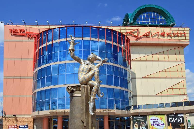 Teatro del estado de Omsk de la marioneta, del actor, del arlequín de la máscara y de la escultura imágenes de archivo libres de regalías