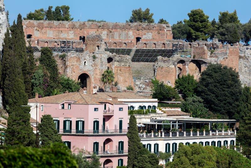 Teatro del greco antico in Taormina, Sicilia immagine stock