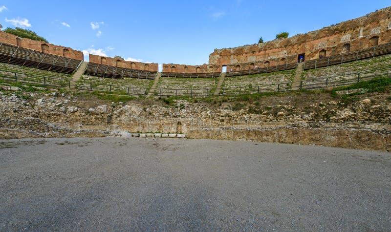 Teatro del griego clásico en Taormina, Sicilia fotografía de archivo libre de regalías