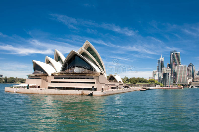 Teatro dell'opera e modo di Sydney alla banchina circolare fotografie stock libere da diritti
