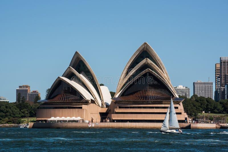 Teatro dell'opera e skyscrpers di Sydney fotografia stock