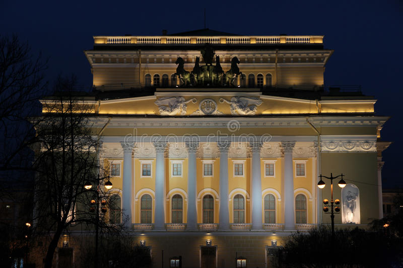 Teatro di Aleksandrinsky alla notte fotografia stock libera da diritti
