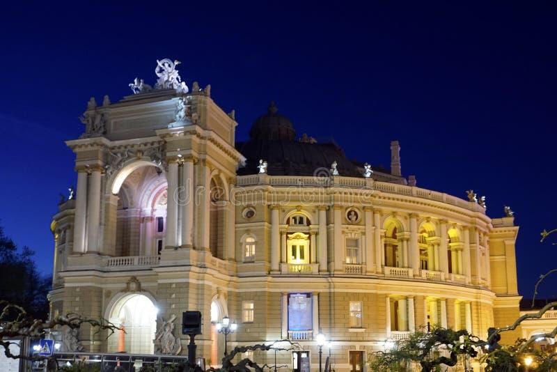 Teatro di balletto e di opera alla notte in Odessa Ukraine immagini stock