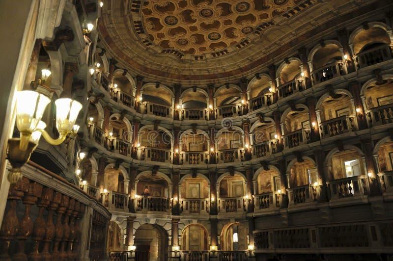 Teatro di Bibiena dentro la vista e la lampada immagine stock