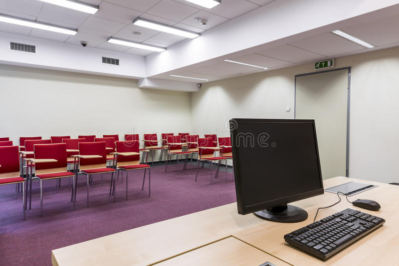 Teatro di conferenza minimalista con i sedili immagini stock