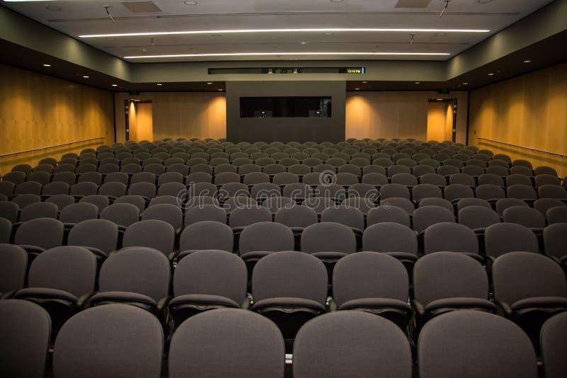 Teatro di conferenza vuoto dalla fase fotografia stock