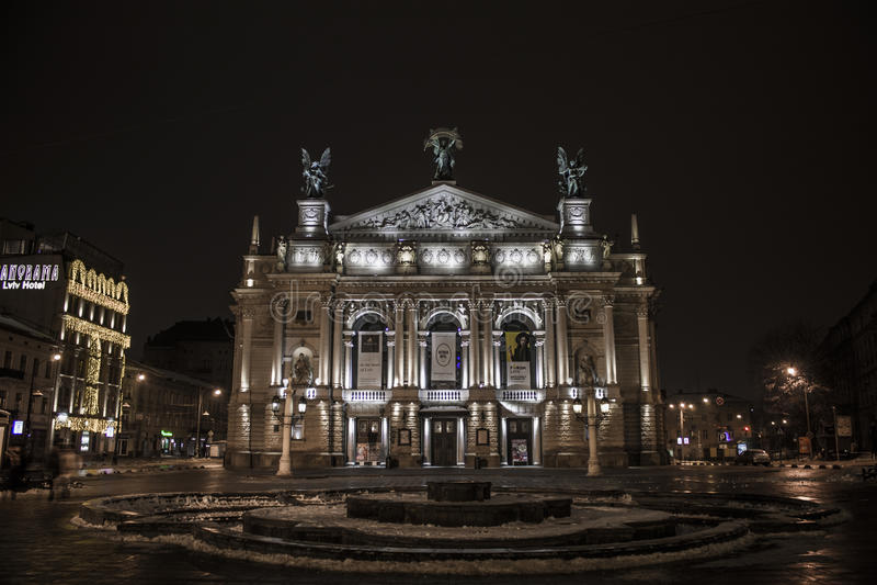 Teatro di Leopoli dell'opera e del balletto l'Ucraina Architectura notte del gennaio 2017 immagine stock