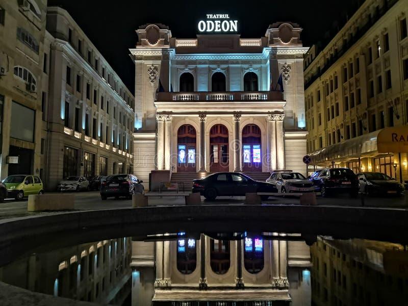 Teatro di Odeon a Bucarest, alla notte immagine stock libera da diritti