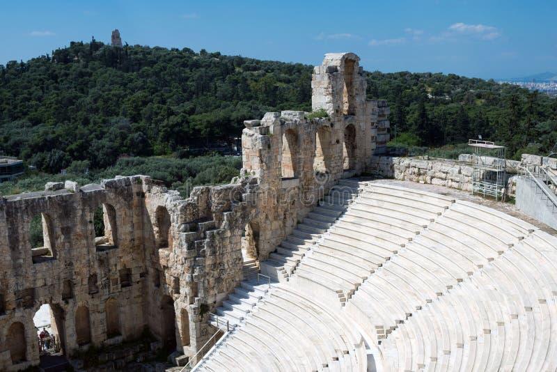 Teatro di pietra antico con i punti di marmo di Odeon dell'attico di Herodes sul pendio del sud dell'acropoli fotografie stock libere da diritti
