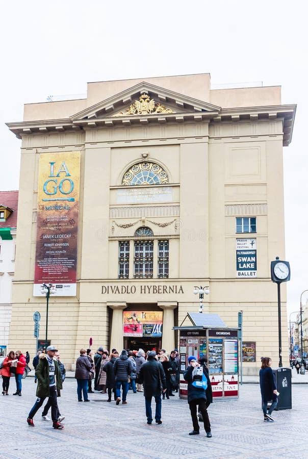 Teatro Divadlo Hybernia a Praga L'aspetto classico della costruzione è dal 1806 immagini stock