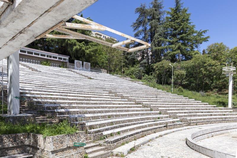 Teatro do ver?o em St Vrach do parque na cidade de Sandanski, Bulg?ria imagens de stock