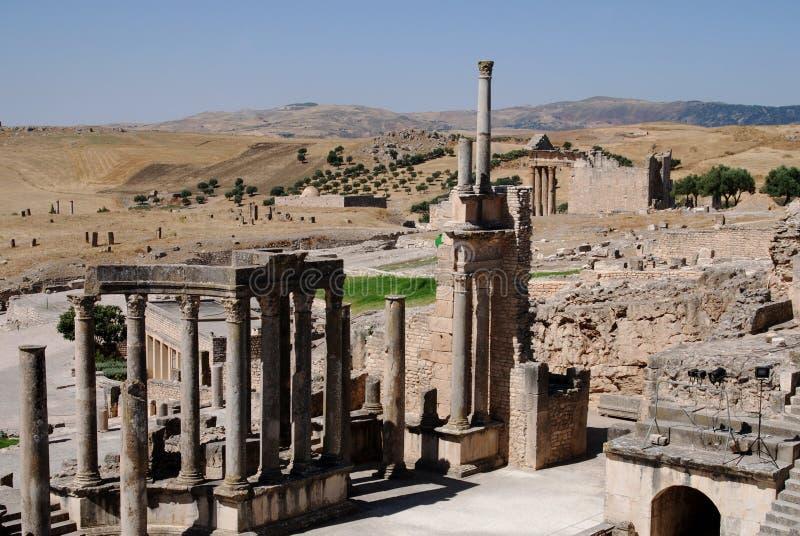 Teatro, Dougga, Tunísia foto de stock